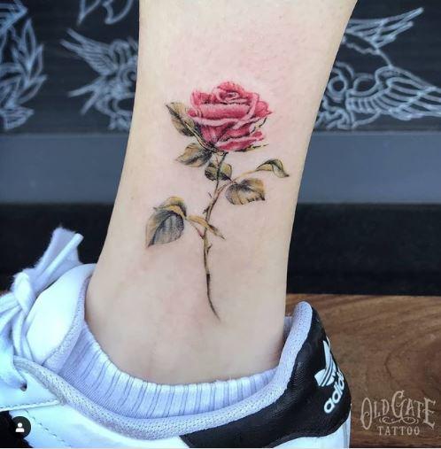 Tatuaggio floreale piccolo
