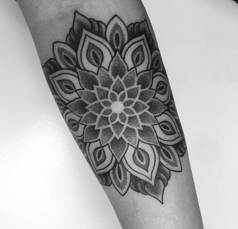 tatuaggi mandala braccio